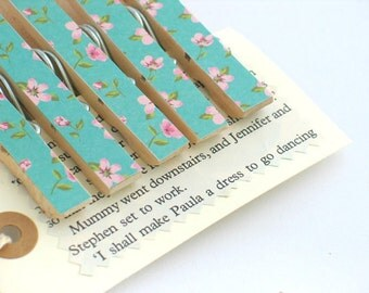5 x Pretty Blue Floral Decorated Clothespin Pegs / Wooden Clips / Decorative Wooden Pegs / Place Card Holder / Treat Bag Topper