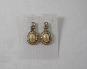 Gorgeous Sparkling Clear Rhinestones Faux Pearl Gold Tone Pierced Earrings