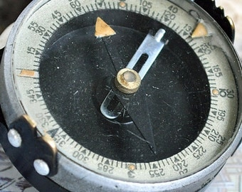 vintage old compass, sides of the world, collectible, tourism, geography, glass, metal, Сool Vintage