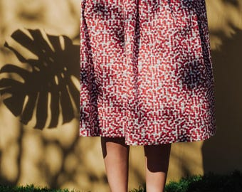 Full Midi pleated skirt in cotton honeycomb pattern in red, white, gray. With pockets