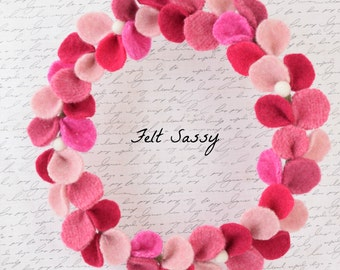 Wire Wreath - Light Red Mix - Recycled Wool Sweaters - Felt Sassy