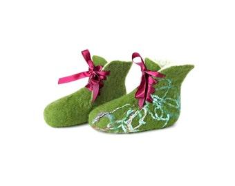 Felted kids booties - felt slippers - kids slippers - baby booties - felted slippers - natural slippers - handmade green white booties