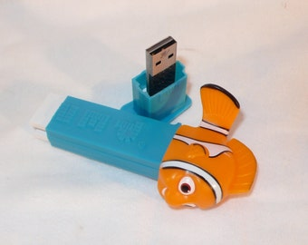 8 GB FLASH DRIVE / Nemo Candy Dispenser