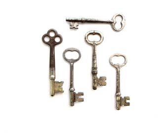 5 vintage skeleton keys Antique skeleton key collection Antique metal keys Skelton keys Barrel keys 6 keys Wedding keys Old bulk key bit #11