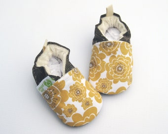 Organic Vegan Mumsy in Gold / All Fabric Soft Sole Baby Shoes / Babies Booties Gift