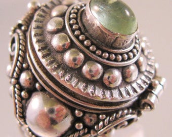 Vintage Poison Ring Green Agate Sterling Silver Locket Ring Size 8 Fine Jewelry Jewellery