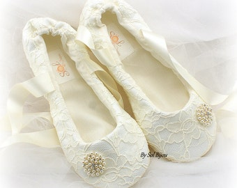 Ballet Flats, Ivory, Wedding Flats, Reception, Lace Flats, Ballet Slippers, Vintage Style, Wedding Shoes, First Communion,Flower Girl, Flats