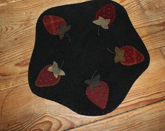 Primitive strawberries wool candle mat