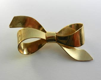 Nicely dimensional design gold   bow/ribbon brooch - 1940 antique really pretty timeless brooch - art.218-
