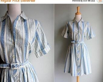 SALE SALE Vintage 1950s Pretty Paisley Day Dress- Blue White Short Sleeve Shirtdress Shirt Button Up Gathered Skirt Summer- Size Medium M