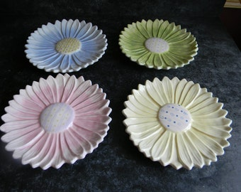 Easter Decorations Home Interiors pastel daisy flower plates wall hangings decor