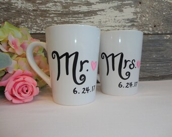 SET of 2 Wedding Coffee Mugs, Mr and Mrs Coffee Mug Set, Wedding Gift, Bride & Groom, Wedding Gift, Gift for Bride and Groom, Wedding Gift