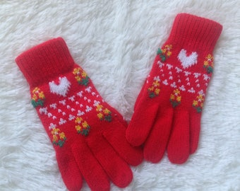 Vintage Ladies Knitted  Winter Gloves Small LOOK at the Heart! 80s Retro  SHabby Chic