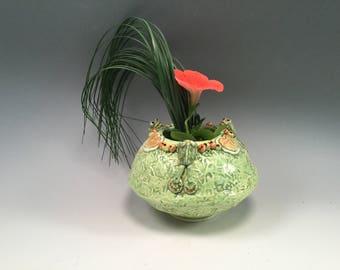 Frogs/Frog pot/frog planter/ikebana vase/my frogging stuff/pottery vase/vase/frogs