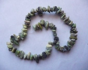 """Bead, Chinese """"chrysoprase"""" (natural), extra-large chip, Mohs hardness 2-1/2 to 6. Sold per 15-inch strand."""