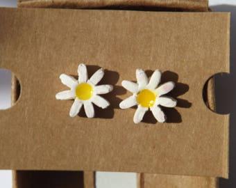 Daisy design, 'Doris' daisy porcelain hand made earrings, Stud earrings, floral earrings, cute earrings, quirky earrings, boho earrings,
