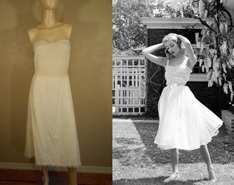 A Dance in the Garden - Vintage 1950s Cotton & Lace Smocked Strapless Full Slip - 32