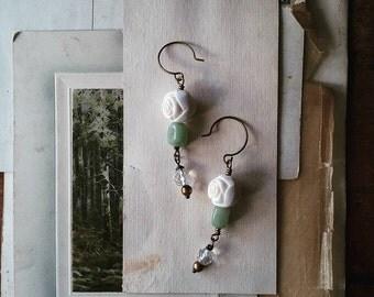 White Rose Earrings, Green Beaded Dangle Earrings, Long Boho Chic Vintage Bead Earrings for Women