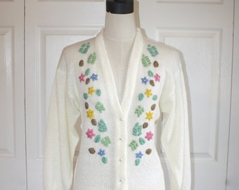 SALE 1960s Embroidered Floral Cardigan Sweater . Vintage 60s 70s Ivory Knit Sweater with Flower Yarn Design . Size Small Petite
