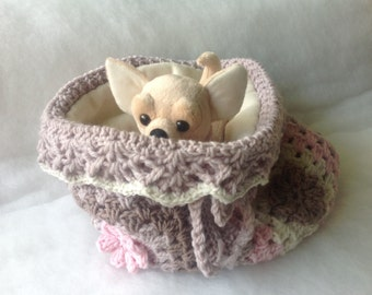 Crochet sleeping bag for chihuahua or small dogs Chihuahua beds with flowers Puppy dog bag Sleeping bag for puppy Chihuahua blankets Size L