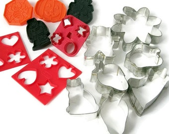 Vintage Cookie Cutters/ Generous Lot Steel and Plastic/Halloween, Fruit/ Animal, Flower Cookie Cutter/ Retro Kitchen  / 14 Pieces