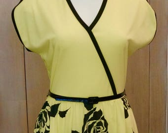 Free Shipping! Vtg. ALFRED SHAHEEN California- Hawaii Polyester Dress in Vibrant Yellow Green
