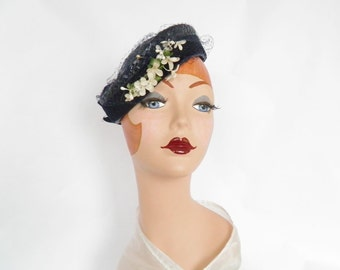 Vintage tilt hat, navy blue straw with flowers, 1930s 1940s