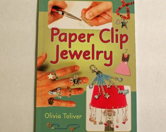 Paper Clip Jewelry by Olivia Toliver paperback Book 2007 - 64 pages of ideas