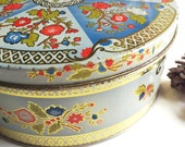 Vintage Floral Cookie Tin 8.5 inches across