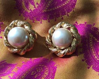 St. John clip earrings 80s vintage no flaws
