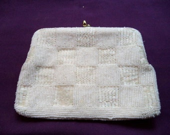 1950s White Beaded Evening Bag. Beaded Evening Bag. Beaded Clutch Purse. Purse with Chain. Satin Lining.  Bridal Accessory. Wedding Purse