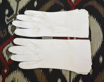 1950s Short White Cotton Gloves, Size 6 1/2