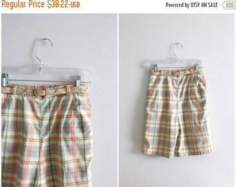 SPRING SALE vintage 1950s plaid bermuda shorts - 60s pastel plaid ladies shorts / 1950s plaid shorts - high waisted shorts / mint green shor