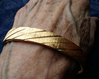 NICE Goldtone Monet Bangle Bracelet VINTAGE
