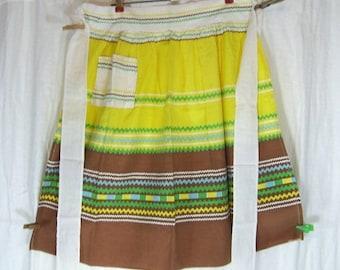 """ON SALE Vintage Kitchen Apron Yellow Brown Stripe Rick Rack Print Cotton Farm House Country 26"""" Long"""