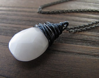 Quartz Necklace, Quartz Gemstone, Quartz Pendant, Quartz Crystal, Gemstone Necklace, Crystal Necklace, White Quartz, Snow Quartz