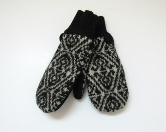 Wool Mittens Fleece Lined Fair Isle in Black and Oatmeal Cream Felted Wool Sweater Mittens