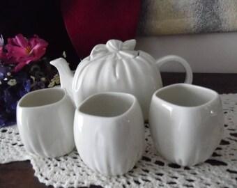 Takahashi Handkerchief Teapot & Cups White Pottery