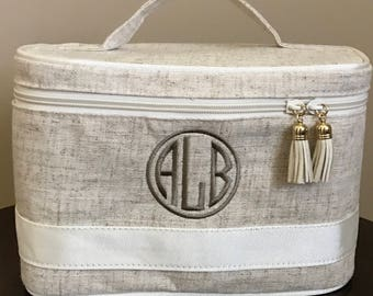 Personalized Linen Train Case, Monogrammed Linen Train Case, Linen Cosmetic Bag, Monogrammed Cosmetic Bag, Cosmetic Carry Case, Train Case