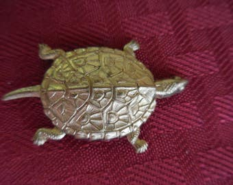 Vintage 1960s to 1980s Gold Tone Turtle/Tortoise Button Cover Brass Metal Retro Ladies/Women's Accessory Single/Orphan