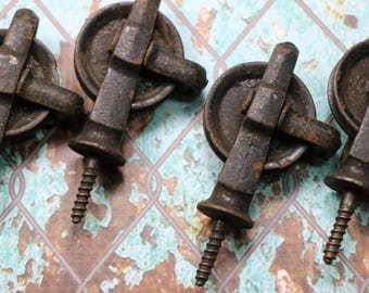 1 Vintage Screw-in Pulley