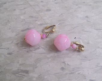 vintage clip earrings goldtone pink swirl lucite ball dangles
