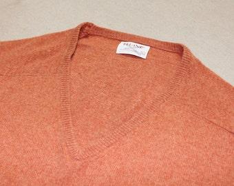 vintage 1970's -Thane- Men's Cashmere V-neck pullover sweater. Coral color brindle - Saddle shoulder.  Size 40 - Medium
