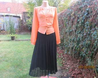 Pleated Skirt / Pleated Skirts / Black Pleated Skirt / Midi /  Size EUR44 / UK16 / Elastic Waist
