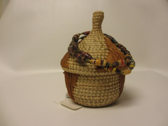 Handmade Baskets From Africa : Small african woven handmade basket with lid and paper bead