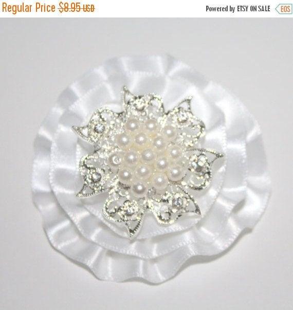 Soft White Bridal Hair Clip/White Hairclip/Bridal Flower Hairclip/Pearl Hair Clip/Rhinestone Hair Clip/Flower Girl Hairclip/Men's Lapel Cli