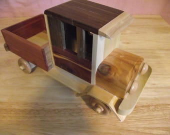 Classic Old Fashioned Truck #T-0106 Eco-friendly Reclaimed Wood Wooden Toy Truck for Children Natural Unpainted
