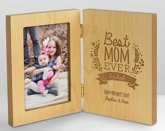 Engraved Best Mom Hinged Frame, gift for mom, gift for new mom, wood frame, mom picture frame, hinged picture frame -gfyL9394141