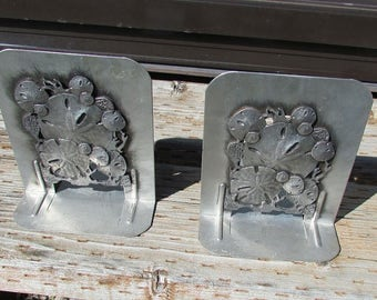 metal bookends with shell decor design