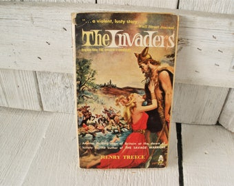 Vintage historical fiction novel book Vikings The Invaders by Henry Treece 1956 retro color cover paperback